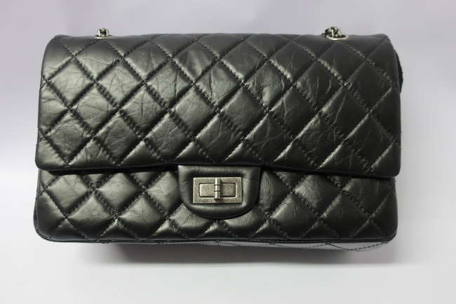A boxed as new Chanel quilted black ladies bag with chain handle and authenticity card (23484543).