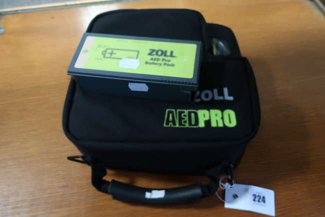 A Zoll AED Pro semi-automatic defibrillator (Serial: AA08B009140) in case together with a Zoll AED Pro battery pack.