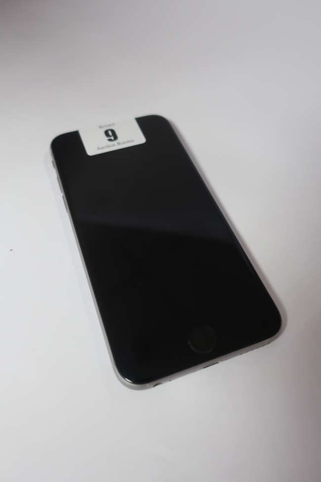 An Apple iPhone 6s (AT&T/SIM Free/A1633) 64GB in Space Grey (IMEI: 353256070947719) (Activation clear).