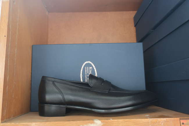 A pair of as new Kingsman By George Cleverley Newport black grain loafers (UK 9).