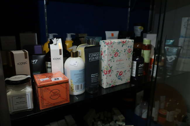 A quantity of beauty products to include No7 Men's