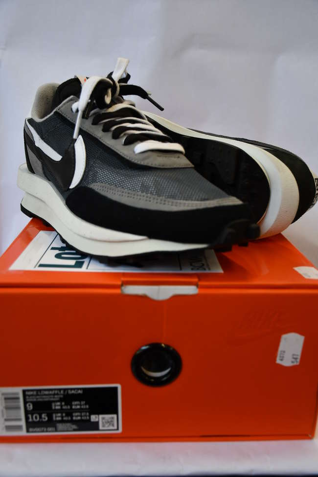 A pair of as new Nike LD Waffle Sacai trainers  (UK 8).