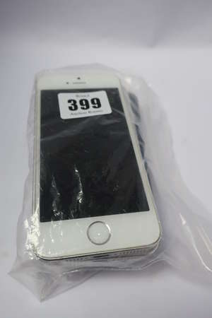 Two Apple iPhone 5S A1457...