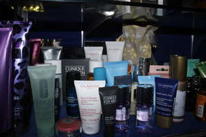A quantity of beauty products to include Clarins