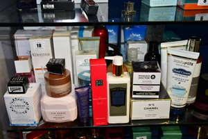 A quantity of cosmetics/ toiletries to include La Roche-Posey, Ted Baker, Christie Brinkley, Manuka Doctor, Estee Lauder, Chanel (Approximately 35 items).
