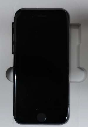 A refurbished Apple iPhone 6 A1586 16GB in Space Gray (IMEI:355394070927643) (No box or accessories included).