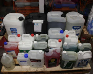 A pallet of various liquids to include Gem Pro Fog 5L, Simonz car shampoo 5L and Nilco washroom and bathroom cleaner (approximately 22 items).