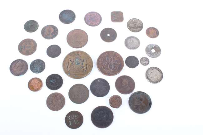 A coin collectors cabinet and a large collection of coins to include a wide selection of 16th to 20th century British and Foreign coins. A Charles II Bristol Token
