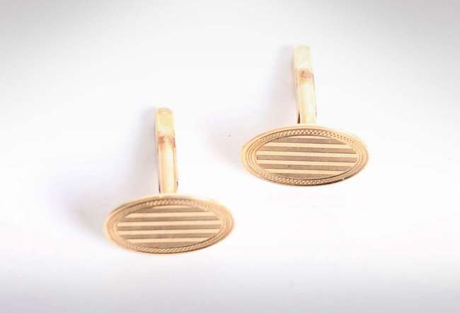 A pair of 9ct gold cuff links with engine turned decoration. 6.3g
