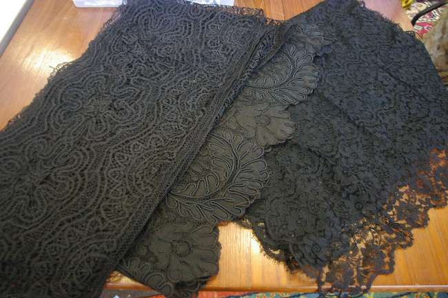 A quantity of late 19th and early 20th Century black lace