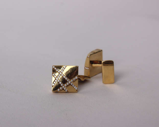 A pair of 18ct gold and diamond cuff links by Boodles & Dunthorpe