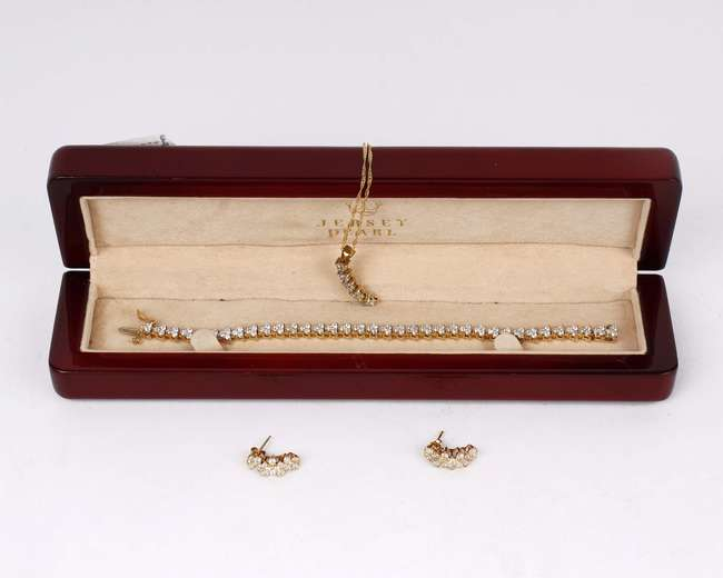 A suite of 18ct gold and diamond jewellery to include a diamond set tennis bracelet