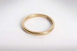 A 22ct gold wedding band. 3.0g Size N