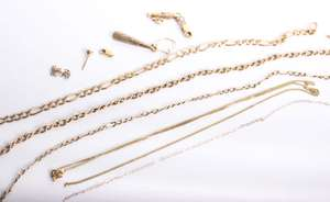 Three 9ct gold necklaces 7.9g