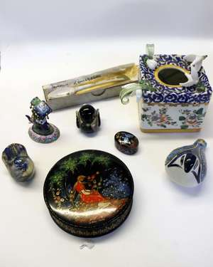 18th Century porcelain spoon (R) and other small wares