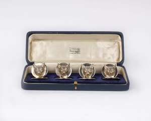 A boxed set of four sterling silver menu holders. Cast fox head design by Collingwood & Co